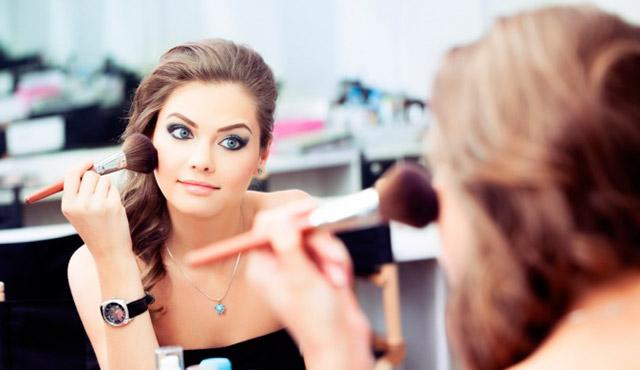 Как скрыть прыщи с помощью макияжа
